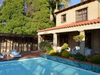 AM Milner - Swimming Pool & Terrace - 3