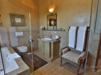 Castello di Monte Terrace Room Bathroom