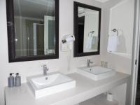 Ibhayi Guest Lodge Bathroom 3