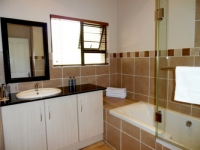 Ibhayi Guest Lodge Bathroom