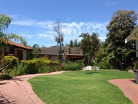 Ibhayi Guest Lodge Exterior and Garden