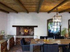 klein-nektar-manor-fireplace-area-1