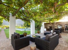 klein-nektar-manor-patio-1