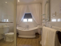 Madison Manor Bathroom