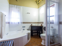 Montusi Mountain Lodge Garden Suite Bathroom