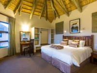 Montusi Mountain Lodge Mountain Suite Bedroom2