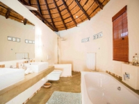 Mziki Lodge Bathroom