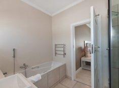 Robberg Beach Resort Room Bathroom