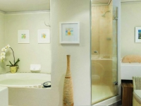 The Bay Hotel Suite. Bathroom