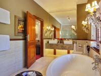The Residence Hotel Suite Bathroom 2