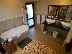Amakhosi-Safari-Lodge-River-Suite-2