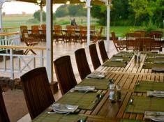 bill-harrop-balloon-safaris-meal-setting