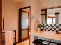 casterbridge-hollow-hotel_accommodation-standard-bathroom