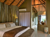 Clifftop Safari Hideaway Suite Bedroom