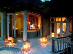 clifftop-safari-lodge-bedroom-exterior