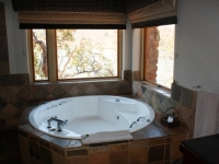 Kingfisher Lodge Honeymoon Suite Bathroom