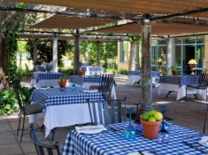Franschhoek-Country-House-Outdoor-Tables