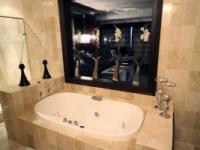 Fusion Boutique Hotel Hollywood Suite Bathroom