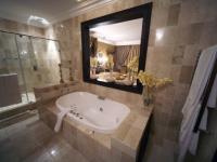 Fusion Boutique Hotel Kiss Suite Bathroom