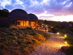 Gondwana-Kwena-Lodge-at-Night