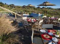 Kwena-Lodge-Deck-Dining