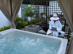 highgrove-house-spa-jacuzzi