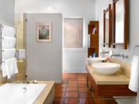 Holden Manz Stoney Brook Suite Bathroom