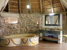 Jacis-Lodges-Suite-Bath