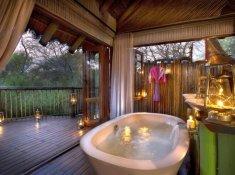 Jacis-Tree-Lodge-Suite-Bathroom