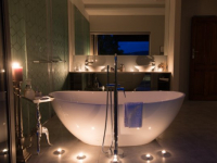 Kanonkop House Diamond Suite Bath Tub