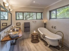 Kariega-River-Lodge-Bathroom