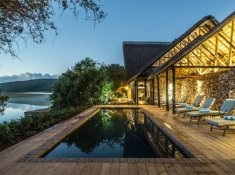 Kariega-River-Lodge-Pool-at-Night