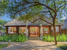 Karongwe-River-Lodge-Entrance-2