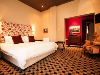 Karoo Art Hotel Red Bedroom