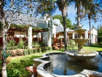 kleine-constantia-outdoor-water-feature