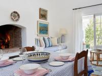 La Cotte Mezzanine Cottage Dining Area