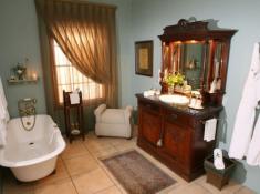 La Plume Honeymoon Suite Bellies Bathroom