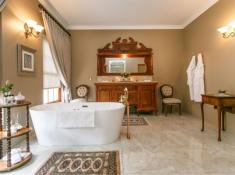 La Plume Superior Suite Albino Bathroom