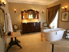 La Plume Superior Suite Silver Floss Bathroom