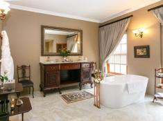 La Plume Superior Suite Blondine Bathroom