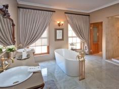 La Plume Superior Suite Sides Bathroom