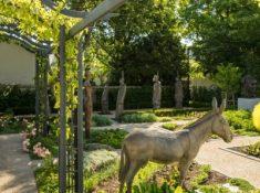 Le-Quartier-Francais-Herb-Garden