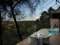 luxury-suites-lodge-deck-dinner-leopard-hills