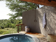 Londolozi-Varty-Camp-Chalet-Outdoor-Shower