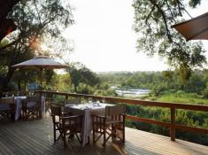 Londolozi-Varty-Camp-Deck-Dining
