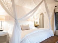 Londolozi-Varty-Camp-Superior-Chalet-Bedroom