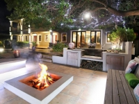 Mandyville Hotel Braai area at night