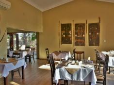 Mjejane River Lodge Dining Area