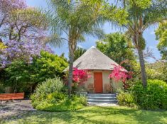 Montagu-Country-Hotel-African-Hut-Room