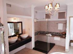 Montagu-Country-Hotel-Luxury-Suite-2